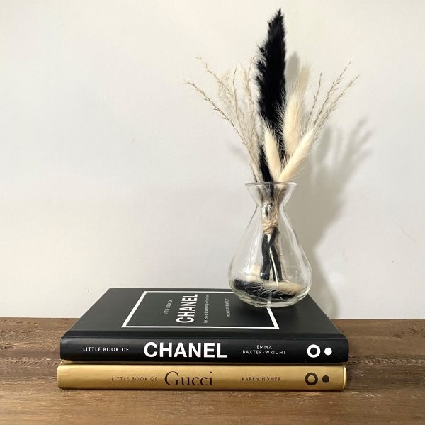 sfeerfoto chanel gucci en klein boeket zwart